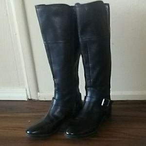 Sz. 8 Blk. Calf high Boots with buckle